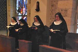 vie monastique - Laudes à la chapelle, Monatère La Paix Notre Dame