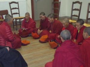 Nonnes boudhistes en prière