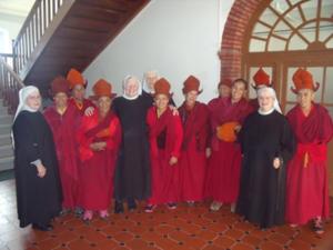 Les nonnes avec les Bénédictines