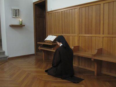 Carmel de Verdun soeur en oraison