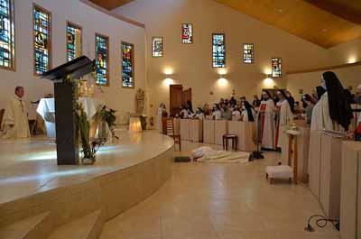 Prostration et chant des lItanies de la Viergepetit
