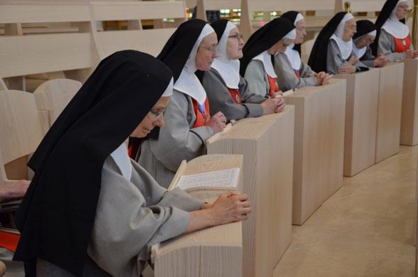 annonciades en prière